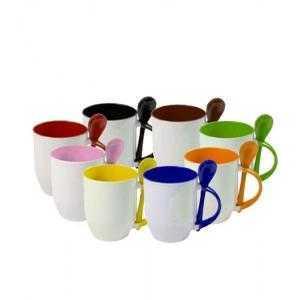 Tasses en cerámiquee colorées avec cuillère