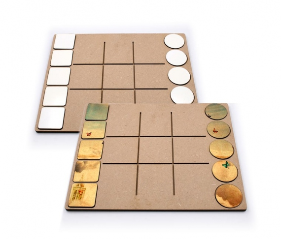"""Didactic game """"noughts and crosses"""" of 10 pieces"""