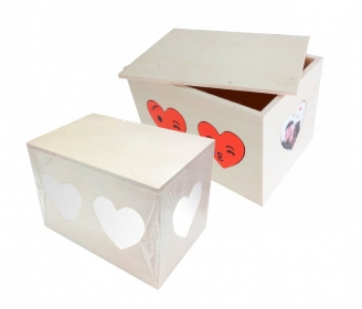 Wooden boxes with hearts