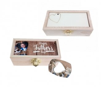 Wooden boxes with removable rectangular and heart key chains