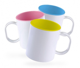 Plastic mug with inside colored
