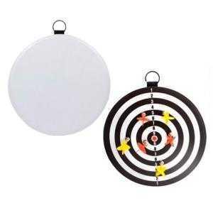 Jeu de de cible avec des fléchettes magnétiques